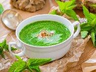 Рецепта Крем супа от спанак и коприва с сос Бешамел